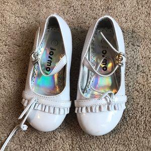 5/$15- Girls dress shoes size 6